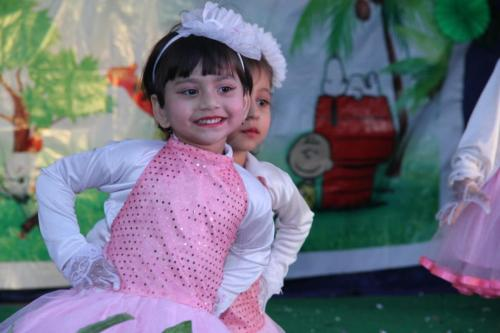Small cute kids performance lilcipur